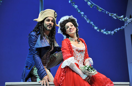 Clémence Tilquin as Clairette and Mathieu Abelli as Ange Pitou in the Opéra de Lausanne's 2011 production of La fille de Madame Angot